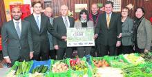 20121214 Mit großzügigen Spenden sichern Firmen die Mietkosten für das Lebensmittellager der Wiesbadener Tafel - Wiesbadener Kurier